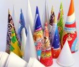 O cone de papel a máquina de gelados da Luva do Cone