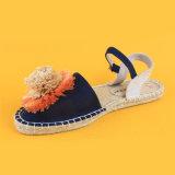 Espadrilles van Sandals van de Bloem van de Vlakten van het Schip van vrouwen Blauwe Roze