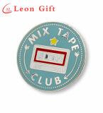 Personalizzato intorno ai distintivi duri di Pin del risvolto dello smalto del metallo