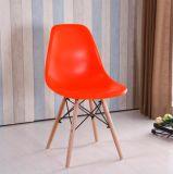 椅子を食事するPP Eamesのブナの足