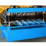 Metalldach-Lieferanten-Rolle, die Maschinerie bildet