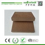 La taille de la vente chaude populaires en bois Composite Decking en plastique