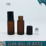 5mlびんのこはく色の装飾的な空のガラス精油ロール