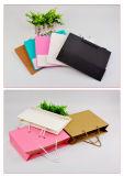 Cmyk imprimió la bolsa de papel de encargo del regalo, bolso de compras de papel