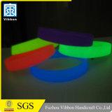Braccialetti riflettenti del silicone divertente con colore ed il disegno su ordinazione