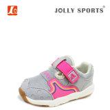 Bebé recién nacido de los niños de los niños del niño pequeño y zapatos de las muchachas