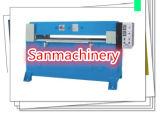 Máquina que corta con tintas de la cartulina del panal