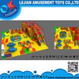 Campo da giuoco di divertimento di zona del gioco di bambini di tema della giungla