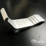 L'espulsione/si è sporta profilo di alluminio con figura del boomerang