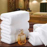 Beira triplicar-se de toalha do hotel com cor branca (DPF201644)