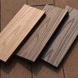 Qualité enclenchant les tuiles composées en plastique en bois d'étage d'intérieur du paquet Tiles/WPC DIY