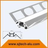 Aluminium-LED-Profil im Pflaster für die Trockenmauer-Ecke eingehangen