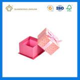 뚜껑을%s 가진 사랑스러운 분홍색 발렌타인 데이 선물 종이상자