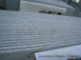 灰色の石造りの平板