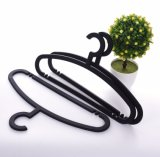 Percha plástica negra modificada para requisitos particulares material de la ropa barata de la protección del medio ambiente