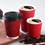 La taza acanalada con la taza caliente disponible de la bebida de la taza de café