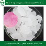 La escama blanca se utiliza para el tratamiento de aguas del sulfato de aluminio