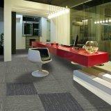 雨1/10ゲージPPの物質的なオフィスのEco瀝青の背部が付いている房状のカーペットのタイル