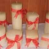 Pfosten-Kerze für Feiertag und weiße Kerze