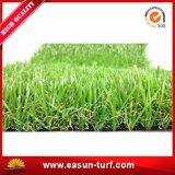 정원을%s 잔디밭 인공적인 잔디를 정원사 노릇을 하는 SGS Cetificate