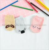 最も新しいキャンデーカラー快適な赤ん坊の綿のソックス