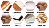 Table coulissante vu pour le travail du bois avec des poignées de réglage en hauteur et les angles