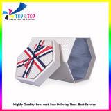 Подарочная упаковка бумаги с шестигранной головкой с крышки багажника