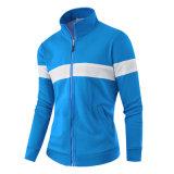 남자의 외부 착용 운영하는 스포츠 재킷
