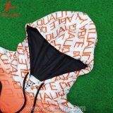 Les sports User-Coupent et cousent avec la jupe extérieure de broderie