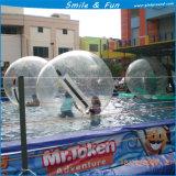 De kleurrijke Bal van het Water van de Bal van het Water Rolling Opblaasbare op Pool