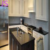 Bancadas elegantes do granito da cozinha com o dissipador dobro da contagem regressiva