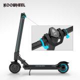 Elektrischer Roller kommen mit Zubehör wie anderen Rollern, tragenden Fällen, Sturzhelmen, Knie und Ellbogenschutzen