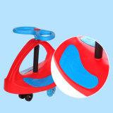 Carro popular do balanço do bebê com projeto colorido para que os miúdos montem sobre