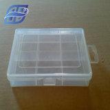 準備ができた商品の小さく明確で堅いプラスチックギフトの包装ボックス