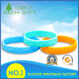 Os Wristbands do silicone dos presentes da forma com costume Debossed/gravaram o logotipo impresso