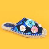 Form-Schweinestallsequin-Blumen-Dekoration-Segeltuch-blaue Espadrille-Hefterzufuhr