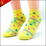 OEM de los calcetines de las mujeres jovenes del OEM