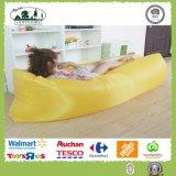 不精なソファーのAirbedの寝袋