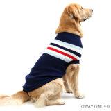 Pistes de modèle de mode tricotant le chandail d'animal familier pour de grands crabots