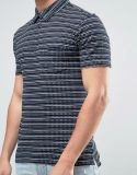 짜임새 자카드 직물 세부사항에 있는 폴로 셔츠
