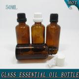 glatte leere bernsteinfarbige kosmetische Glasflasche des wesentlichen Öl-50ml