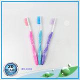 Injeção de borracha macia com escova de dentes de nylon PP Handle