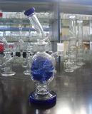 파란 두개골 모양 다른 색깔로 연기가 나는 유리제 수관
