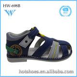 La venta caliente del verano embroma los zapatos ocasionales de la sandalia