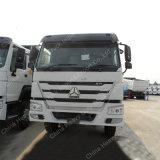 中国HOWOからの出荷は真新しい25 CBMのダンプカートラックをトラックで運ぶ
