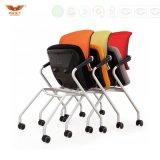Heißer Verkaufs-moderner faltender Sitzungs-Trainings-Stuhl-Aufgabe-Stuhl mit Armlehne für Schule-Büro