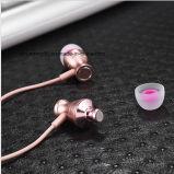 Da claridade magnética in-Line do controle dos auriculares do fone de ouvido da em-Orelha som estereofónico com o Mic para fones de ouvido do MP3 MP4 do telefone móvel do iPhone