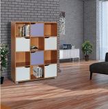Preiswerter moderner einfacher hölzerner Bücherschrank