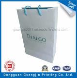 Papier plastifié mat de haute qualité un sac de shopping avec logo doré