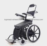 يقف [مديكل قويبمنت] [سمي-وتومتيك] فوق كرسيّ ذو عجلات لأنّ ردّ اعتبار تدريب